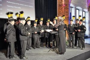 "<div class=""bildtext"">2 Bergmannschor während der Abendveranstaltung im Krönungssaal • Traditional mining choir during the Dinner Party in Aachen's Town Hall</div>"