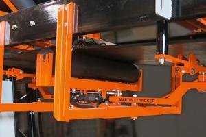 """<div class=""""bildtext"""">1 Der neue Förderbandausrichter kann entweder mit einem pneumatischen oder mit einem elektrischen Antrieb ausgelegt sein • The new belt tracker can be specified with either a pneumatic or electric actuator</div>"""
