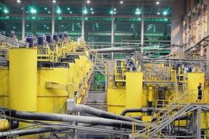 15 Kupfererz-Flotation in Russland • Copper ore flotation in Russia