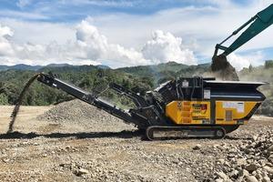 "<div class=""bildtext"">1Der RM70GO!2.0 bereitet den extrem abrasiven Fluss-Basalt in nur einem Arbeitsgang auf The RM70GO!2.0 processes extremely abrasive river basalt in a single pass</div>"