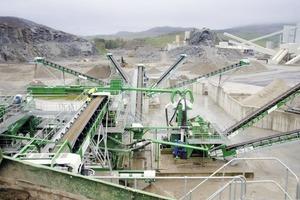 """<div class=""""bildtext"""">14 Nassaufbereitungsanlage bei Velde Pukk • Wet processing plant at Velde Pukk</div>"""