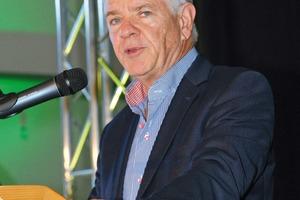 """<div class=""""bildtext"""">4 John Barton, Vorstandsvorsitzender der Bell Equipment Ltd., würdigte das neue ELC als """"Meilenstein"""" für das Unternehmen • John Barton, Chairman of Bell Equipment Ltd., characterised the new ELC as a """"milestone"""" for the company</div>"""