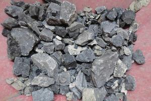 """<div class=""""bildtext"""">2 -150 + 50 mm Ausschuss nach der Sortierung • After sorting - selection of the -150+50mm reject coal </div>"""