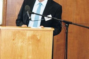 "<div class=""bildtext"">8 Prof. Holger Lieberwirth, TU BAF</div>"