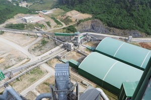 """<div class=""""bildtext"""">4 Übergabesituation vor dem Mischbett der Anlage von Cong Thanh • Transfer situation before the blending bed of the plant at Cong Thanh</div>"""