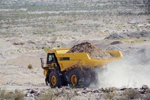 """<div class=""""bildtext"""">Starrrahmen-Muldenkipper HD605-8 # HD465‐8 rigid dump truck</div>"""