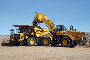 """<div class=""""bildtext"""">Im Einsatz: HD465‐8 und WA 600 # In operation: HD465‐8 and WA 600</div>"""