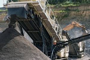 "<div class=""bildtext"">3 Mit der neuen, mobilen Aufbereitung im Steinbruch mit LT106 und LT220D setzt Terratec bei der Produktion anstatt auf Masse vor allem auf Qualität • With the new mobile processing at the quarry with LT106 and LT220D, Terratec is going with class rather than mass in production</div>"