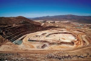 """<div class=""""bildtext"""">12 Kupfermine Escondida • Escondida copper mine</div>"""