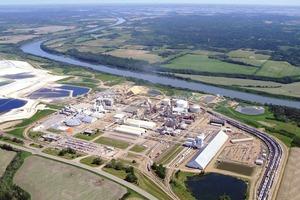 """<div class=""""bildtext"""">12 Werk Redwater in Kanada • Redwater plant in Canada</div>"""