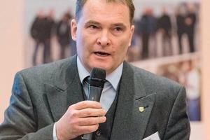 """<div class=""""bildtext"""">Dr. Wolfgang Reimer</div>"""