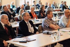 """<div class=""""bildtext"""">3 Der traditionellen Veranstaltung waren auch in diesem Jahr zahlreiche Teilnehmer aus dem Verbandsgebiet des UVMB von Stralsund bis Gera gefolgt • This year, this traditional event was again followed by numerous attendees from the UVMB's territory, from Stralsund to Gera</div>"""