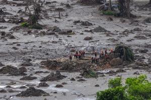 "<div class=""bildtext"">1 Samarco Schlammlavine • Samarco tailings slurry spill</div>"