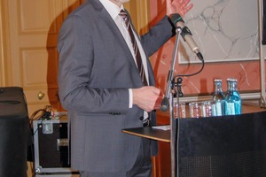 """<div class=""""bildtext"""">4 Prof. Dr. Armin Müller </div>"""