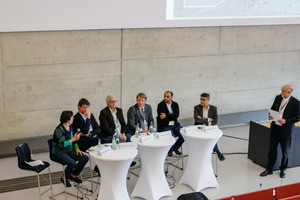 """<div class=""""bildtext"""">5Podiumsdiskussion zur Frage: Sollte der Bergbau der Zukunft anders aussehen als heute?<br />Panel discussion on the question: Should mining in the future look any different than it does today?</div>"""