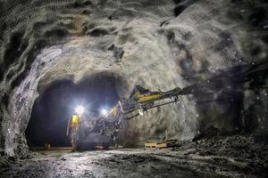 """<div class=""""bildtext"""">2 Eisenerz Untertagebau • Iron ore underground mining</div>"""