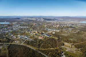 """<div class=""""bildtext"""">3 Kiruna Erzregion • Kiruna ore region</div>"""