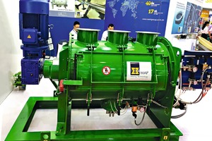 "<div class=""bildtext"">Mixer - ausgestellt auf der CIBF 2018 in Shenzhen/China # Mixer on display at CIBF 2018 in Shenzhen/China</div>"