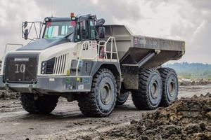 "<div class=""bildtext"">1 TA400 knickgelenkte Muldenkipper von Terex Trucks • TA400 articulated haulers from Terex Trucks</div>"