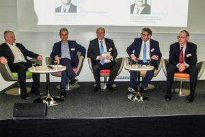 """<div class=""""bildtext"""">13 Podiumsdiskussion (v. r.: Dr. rer. nat. Peter Buchholz, Hauptgeschäftsführer Eric Rehbock, Prof. Dr.-Ing. Daniel Goldmann, Dr.-Ing. Cristian Hagelüken, Dr.-Ing. Matthias Buchert • Panel discussion (f. r.: Dr. rer. nat. Peter Buchholz, CEO Eric Rehbock, Prof. Dr.-Ing. Daniel Goldmann, Dr.-Ing. Cristian Hagelüken, Dr.-Ing. Matthias Buchert)</div>"""