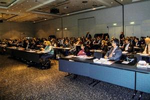 "<div class=""bildtext"">3 Blick ins Auditorium • View into the auditorium</div>"