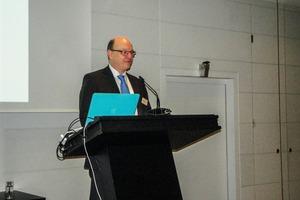 "<div class=""bildtext"">2 Prof. Dr.-Ing. Daniel Goldmann, TU Clausthal</div>"