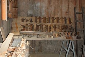 """<div class=""""bildtext"""">7 Präsentation von Zimmerei- und Schreinereibedarf • Presentation of carpentry and joinery supplies </div>"""