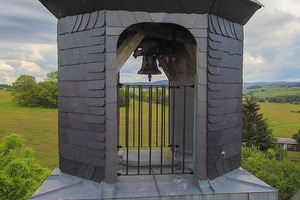 4 Erneuerter Glockenturm • Renovated bell tower