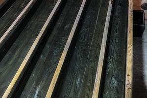 12 Modell einer Mehlführung mit 6 m Länge im Wäscheraum des Pochwerks der Fundgrube Wolfgangmaßen • Model of a launder measuring 6 m in length in the washery at the stampmill building of the Wolfgangmassen mine