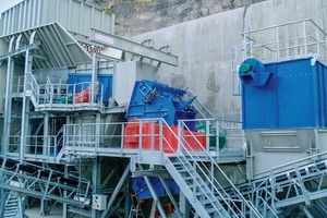 "<div class=""bildtext"">Prallbrecher im Einsatz in einem Schotterwerk • Impact crusher in use in a crushed stone plant</div>"