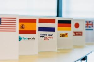 """<div class=""""bildtext"""">Powtech - Treffen der weltweiten Schüttgutverbände # Powtech - Meeting of the worlwide bulk solids associations</div>"""