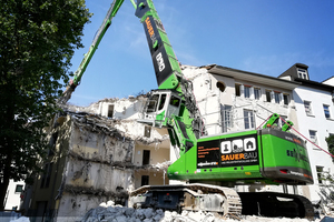 """<div class=""""bildtext"""">SENNEBOGEN is showcasing the company's demolition material handler flagship at bauma, the the 870 R-HDD</div>"""