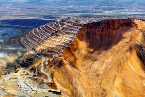 """<div class=""""bildtext"""">19 Kennecott Kupfermine • Kennecott copper mine</div>"""