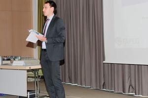 """<div class=""""bildtext"""">Prof. Tobias Elwert</div>"""