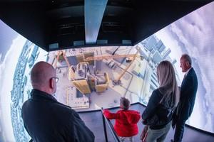 7 Besuchermagnet bei Zeppelin Rental – der gut besuchte Biergarten und die eindrucksvolle 3D-Videoshow, mit der sich das Unternehmen als umfassender Systemlieferant für die Baustelle präsentierte