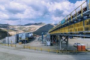 """<div class=""""bildtext"""">1 Entsprechende Bandanlage von thyssenkrupp in der Mine Las Bambas in Peru • Corresponding belt plant of thyssenkrupp in the Las Bambas mine in Peru</div>"""