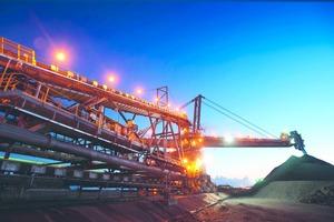 """<div class=""""bildtext"""">10 Hüttenkohleaufbereitung • Metallurgical coal preparation</div>"""