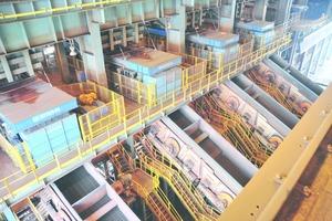"""<div class=""""bildtext"""">9 Sekundärsiebe in der Eisenerzaufbereitung Secondary screens in an iron ore beneficiation plant</div>"""