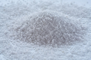 "<div class=""bildtext"">Ammonium sulfate is an important fertilizer and raw material for fertilizers. Lovochemie grinds the material using a rotor impact mill from BHS-Sonthofen.</div>"
