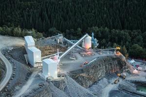 """<div class=""""bildtext"""">Haver &amp; Boecker Niagara bietet robuste Primärzerkleinerungsanlagen in einer Vielzahl von Konfigurationen für die Vorzerkleinerung, Sekundär- und Tertiärzerkleinerung in der Bergbau- und Zuschlagstoffindustrie an • Haver &amp; Boecker Niagara offers rugged primary crushing plants in a wide variety of configurations for pre-crushing, secondary and tertiary crushing in the mining and aggregates industries</div>"""