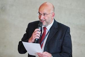 """<div class=""""bildtext"""">1 Prof. Bernd Lottermoser begrüßt die Tagungsteilnehmer • Prof. Bernd Lottermoser welcomes the conference attendees</div>"""