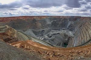 "<div class=""bildtext"">Goldmine in Australien • Gold mine in Australia</div>"