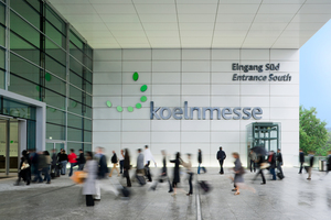 "<div class=""bildtext"">Cologne trade fair, entrance south </div>"