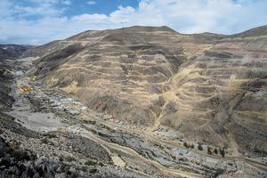 "<div class=""bildtext"">20 Minenprojekt Quellaveco • Quellaveco mining project</div>"