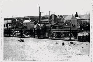 "<div class=""bildtext"">2 Bahnverladung Mitte 1930er Jahre • Railway loading in the mid-1930s</div>"