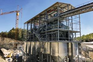 """<div class=""""bildtext"""">6 Sieb- und Siloanlage • Screening and silo facility</div>"""