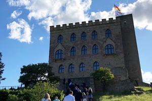 Fußmarsch zum Hambacher Schloss Quelle: vero