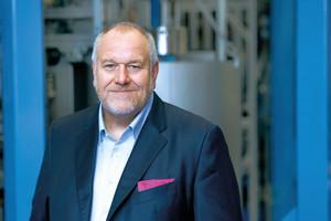 """""""5G-Campus-Netzwerke öffnen einen zweiten, von der Steuerung der Anlage unabhängigen Signalweg und machen es so möglich, das Potenzial der Digitalisierung zu erschließen"""", sagt Matthias Altendorf, CEO der Endress+Hauser Gruppe"""