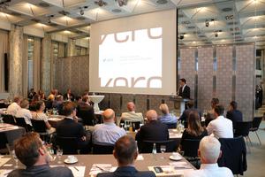 Hendrik Wüst, Minister für Verkehr des Landes Nordrhein-Westfalen übernahm die Schirmherrschaft des Bau- und Rohstofftages NRW und hielt den Eröffnungsvortrag Quelle: vero