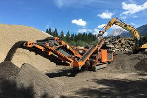 Etwa 1300 t Recycling-Asphalt 0/22 mm werden im Schnitt bei Urschitz pro Tag erzeugt und vor allem für den Wegebau eingesetzt